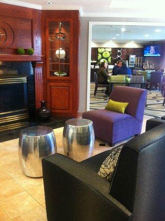 La Quinta Inn & Suites Milwaukee Delafield : Chic lobby