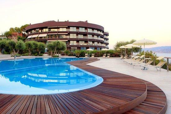 Eolian Milazzo Hotel: Piscina con idromassaggio
