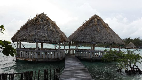 Thatch Caye, a Muy'Ono Resort : Early morning yoga, then late afternoon massage under the Palappa