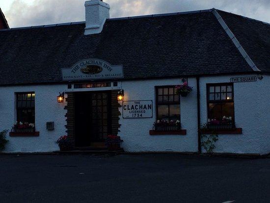 The Clachan Inn: Ingresso by night