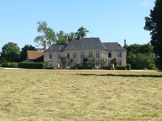 Chateau de Sarceaux : View from the drive