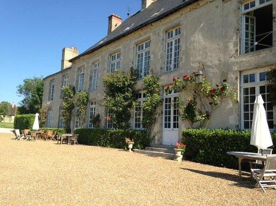 Chateau de Sarceaux : Front