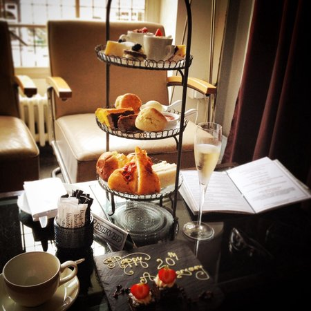 """Bluebird Chelsea: Afternoon tea and champers """"wonderful""""!"""