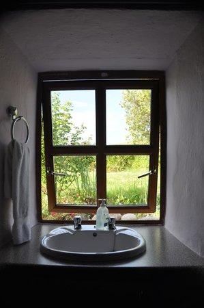 Man of Aran Cottage: Ventana de la habitación.