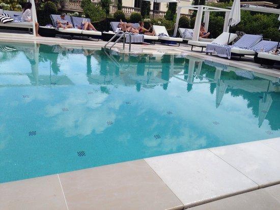 Hôtel Métropole Monte-Carlo : La piscine signée Karl Lagerfeld