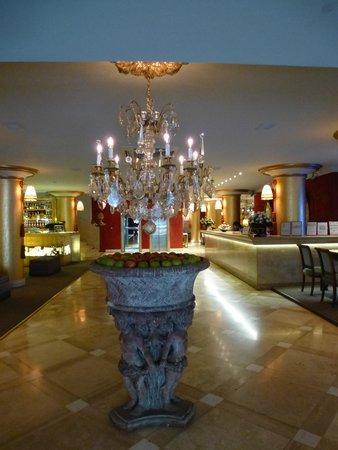 Huentala Hotel: Detalle a la entrada del Hotel