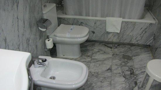 Silken Torre Garden : toilette