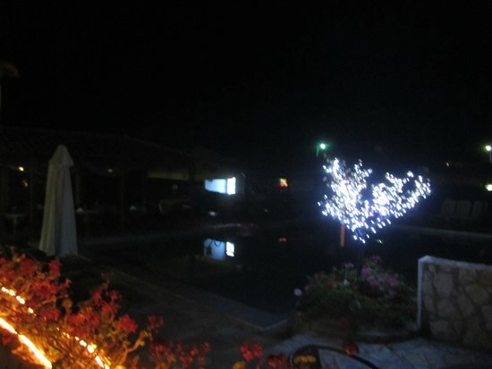 Ledra Maleme: Hotel at night