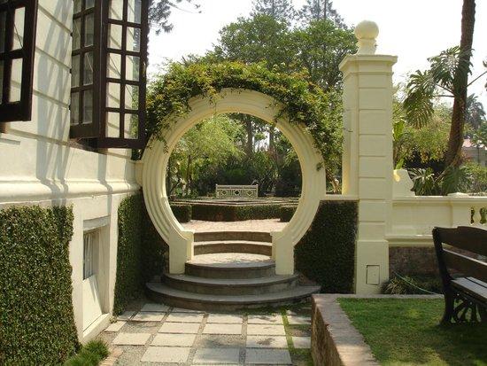 Garden of Dreams : Arched gateway