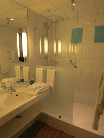 Novotel Warszawa Airport: bathroom