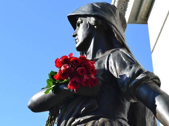 Forest Home Cemetery: May Day flowers at the Haymarket monument