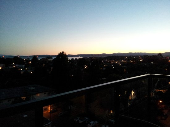 The Oswego Hotel : Sun starting to set from the deck