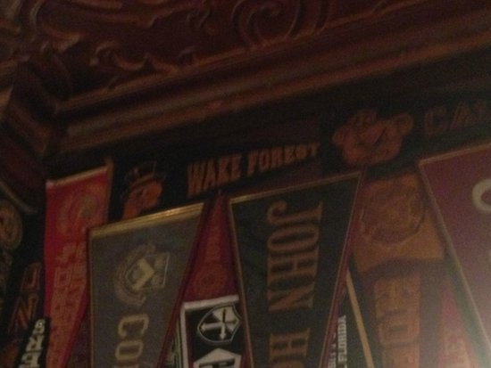 Harry's New York Bar: Pennants