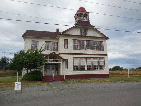 Red Lion Inn & Suites- Sequim at Olympic National Park : Old Dungeness School