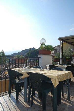 Ristorante ristorante pizzeria l 39 oasi in roma con cucina - Pizzeria con giardino roma ...