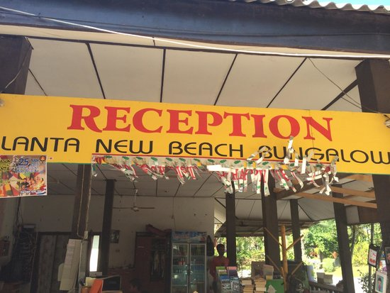 Lanta New Beach Bungalows : рецепшен