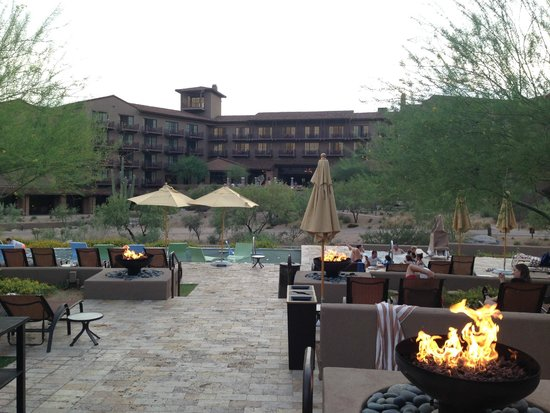 The Ritz-Carlton, Dove Mountain: Hotel view from pool