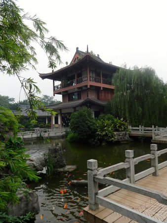 Guilinyi Royal Palace: the pagoda