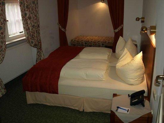 Altstadthotel Molitor: bedroom