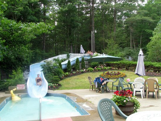 Yogi Bear's Jellystone Park Camp Resorts: Aqua Center - Water Zone