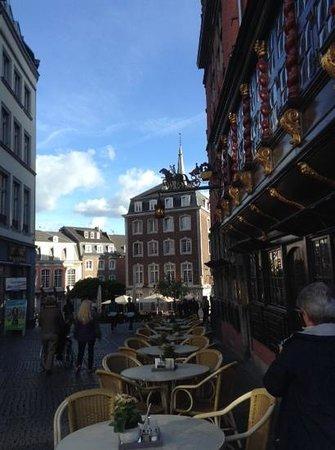 Markt : Rua de pedestres que se inicia na Prefeitura