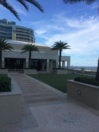 Fort Lauderdale Marriott Harbor Beach Resort & Spa: Terrace