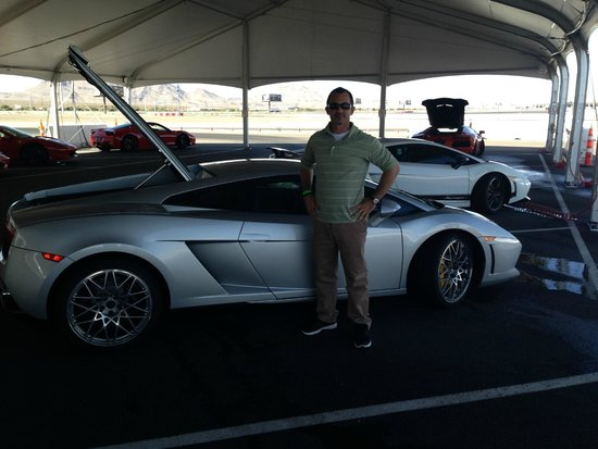 Exotics Racing: Must drive