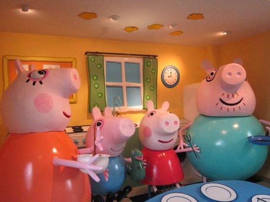 Paultons Park: Hilarious animatronics!