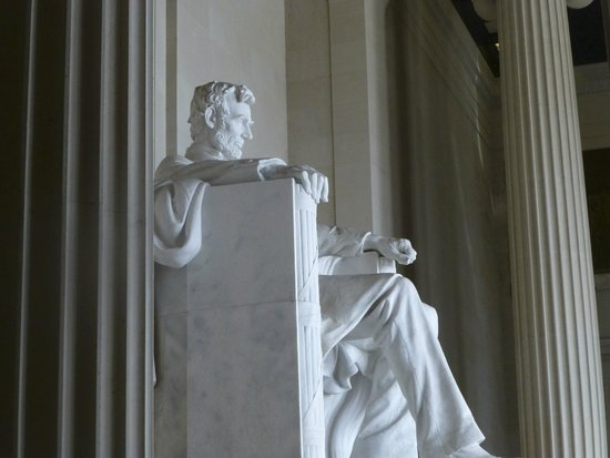 Lincoln Memorial : President Lincoln from the side