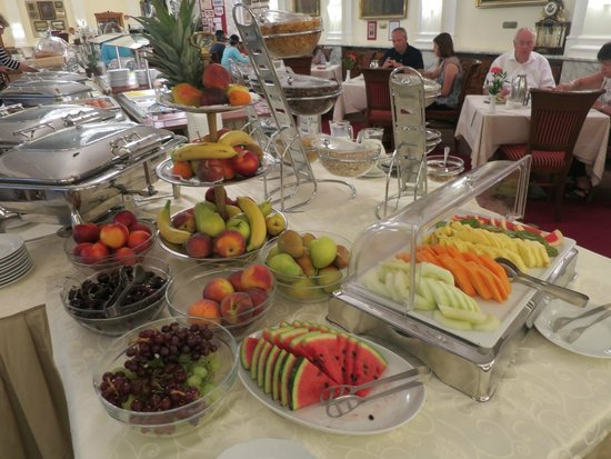 Hotel Stefanie: Fresh fruits for breakfast