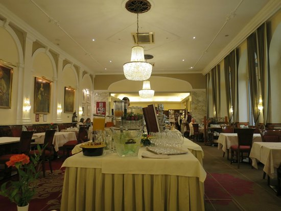 Hotel Stefanie: Nice dinning area - breakfast/dinner