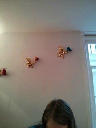 Motel Schmotel: ducks with hats!