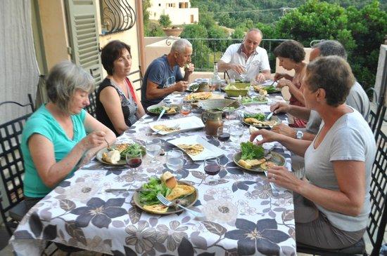 A Casella: Enjoying dinner