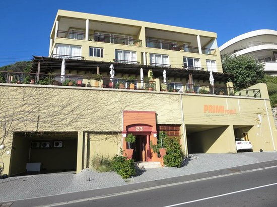 Primi Royal: Street view.  2nd floor balcony joins breakfast area, has small pool.
