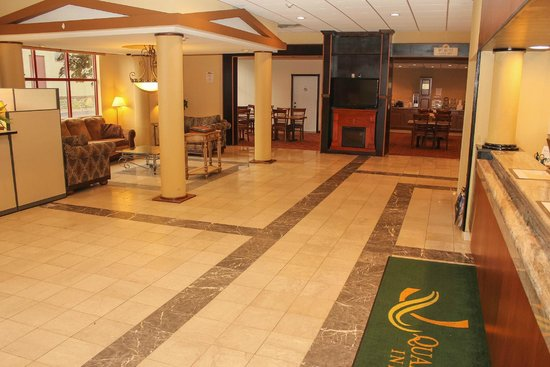 Quality Inn Buffalo Airport: Lobby