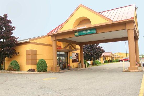 Quality Inn Buffalo Airport: Enterance