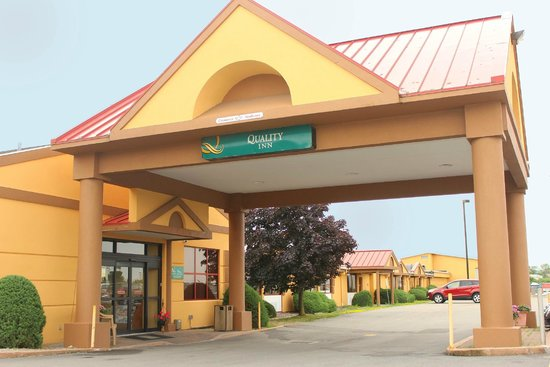 Quality Inn Buffalo Airport : Enterance