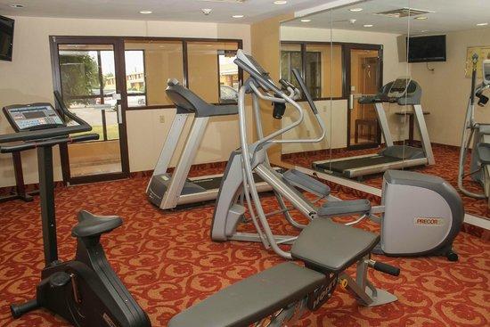 Quality Inn Buffalo Airport : Fitness Center