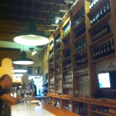 El Almacen, Vinos y Tapas: Barra