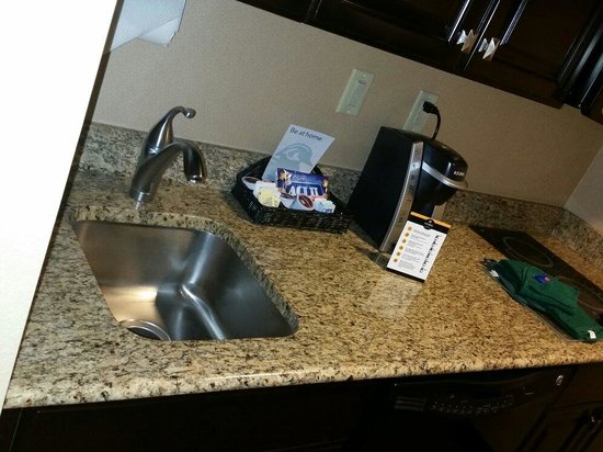 Homewood Suites by Hilton Phoenix Chandler Fashion Center: Sink Microwave and Range