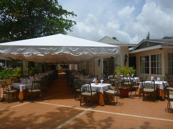 Grand Bahia Principe El Portillo : restaurant extérieur