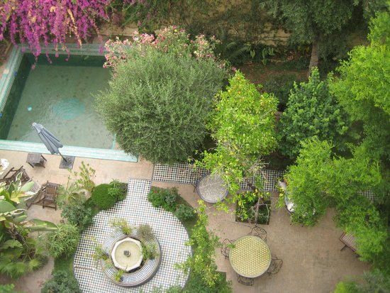 Ryad Mabrouka: A view from the second floor looking into breakfast garden