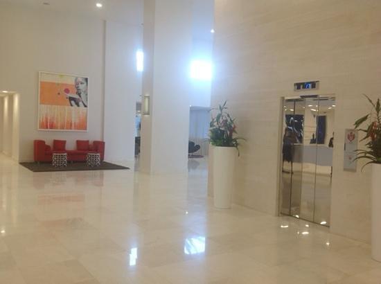 B Resort & Spa : lobby near front desk