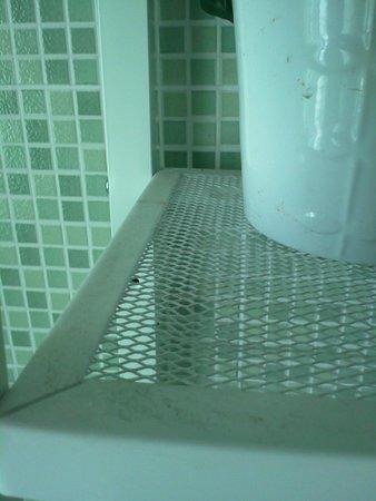 Bed & Breakfast Mestrina: Estantería del baño