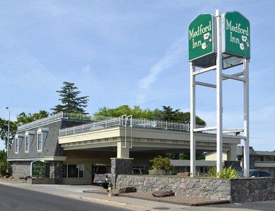Econo Lodge Inn & Suites Central : Medford Inn Sign