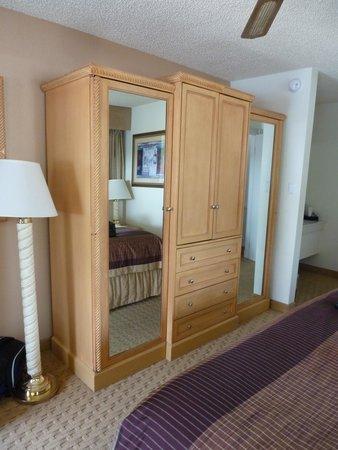 Twin Peaks Lodge & Hot Springs: Lots of mirrors
