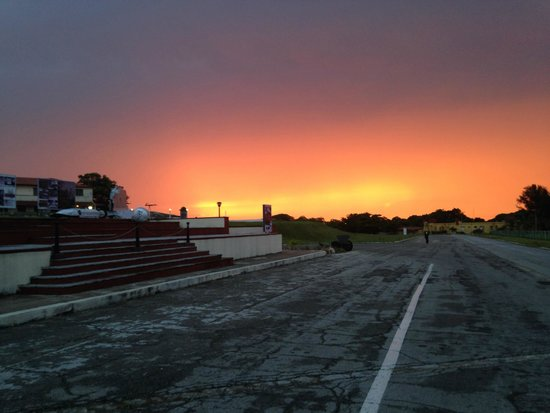 Casa Mirador La Colina: The sunset that Aymee and her husband took me and the other guests to see!