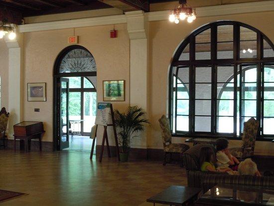 Wakulla Springs Lodge : Great room downstairs