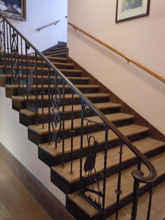 Wakulla Springs Lodge : Stairs