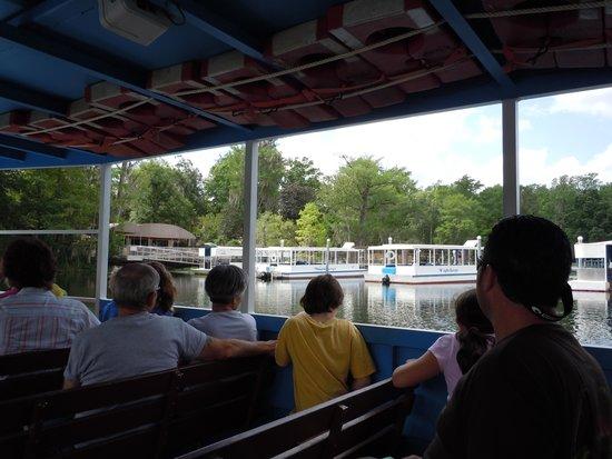 Wakulla Springs Lodge : Riverboat